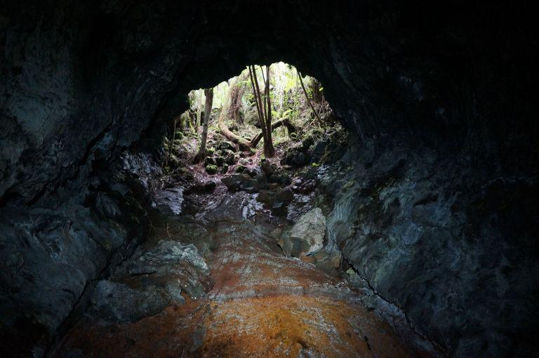 Caverne Gendarme tunnels de lave ile de la réunion rando-volcan (1)